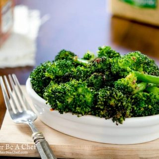 A quick and delicious Italian broccoli recipe with red pepper flakes, garlic and only one pan! Ready in 7 minutes.