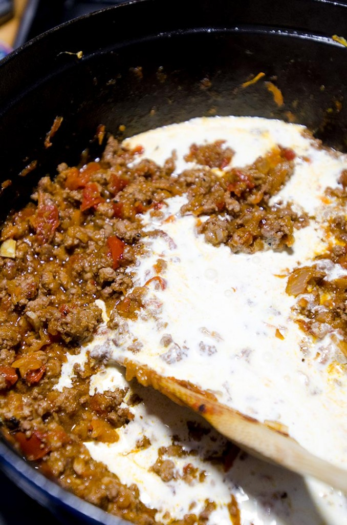 An authentic bolognese sauce recipe with garlic, red wine, onions and more!