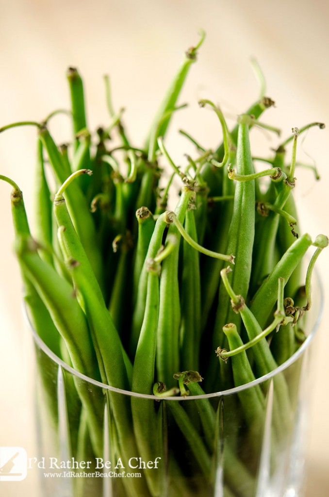 The key to a delicious haricot vert recipe is fresh ingredients. Look for haricot vert which still have the stems attached for the peak of freshness.