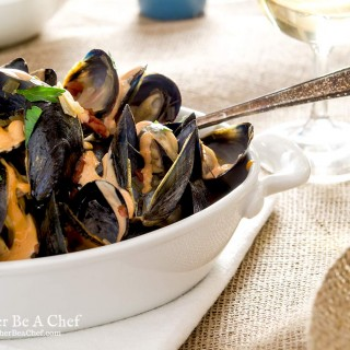 A wonderful mussels recipe with garlic, tomato, fennel, butter and white wine. It is so delicious that you'll come back for more!