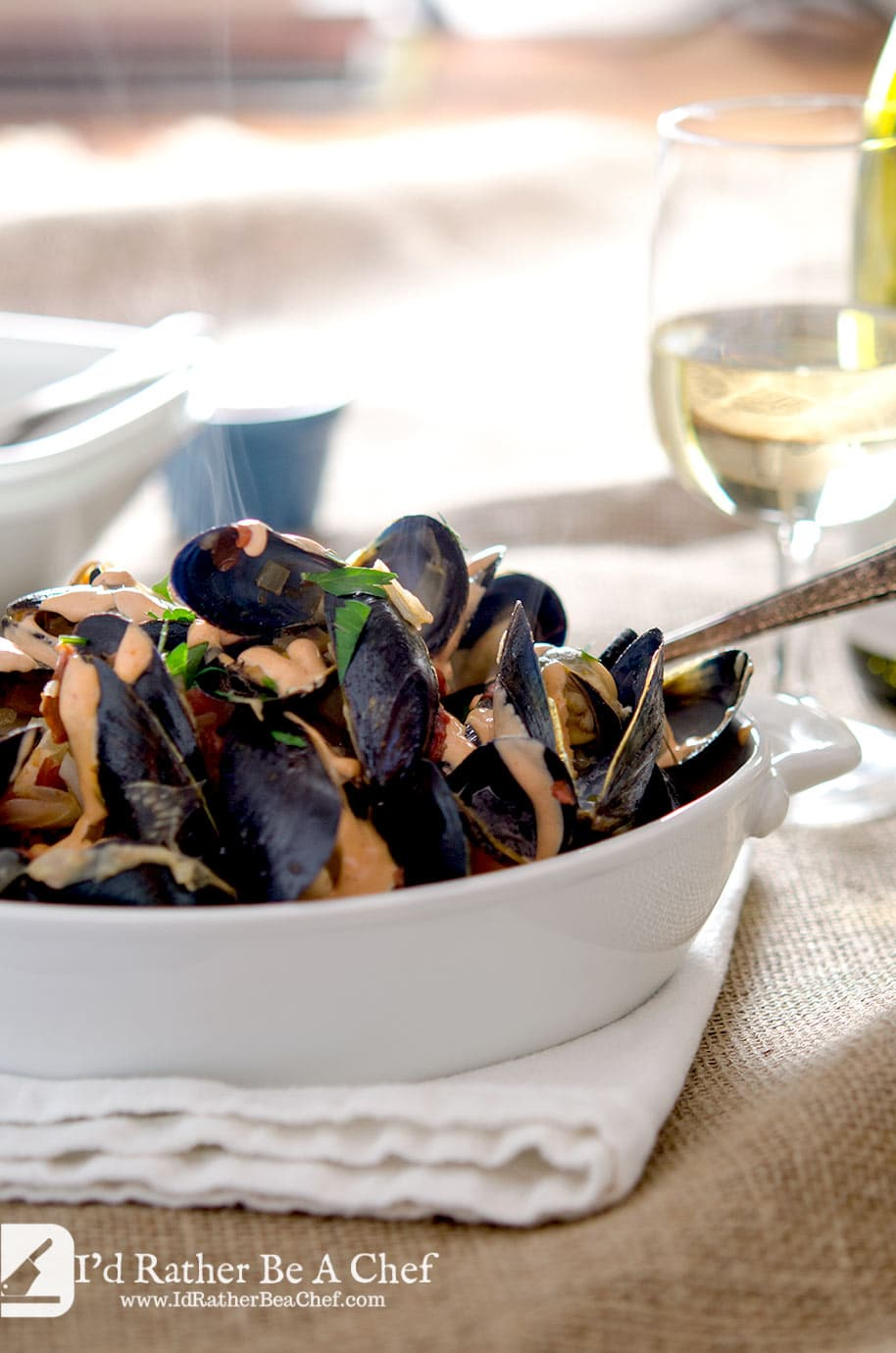 A delightful mussels recipe with a perfectly balanced broth with shallots, white bordeaux, tomatoes, fennel and garlic. So delicious.