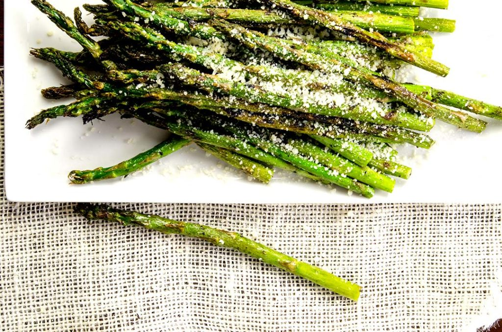 A grilled asparagus recipe that is fast, super easy and everyone will love to eat!