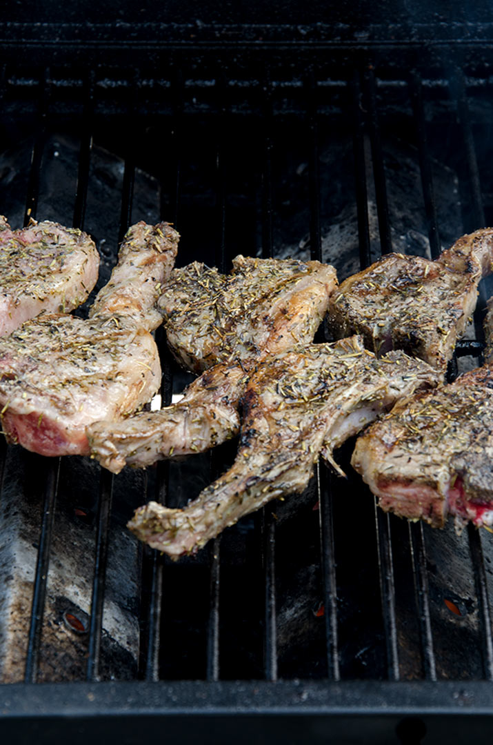 When grilling lamb chops, make sure that they are cooked to a temperature of medium rare.