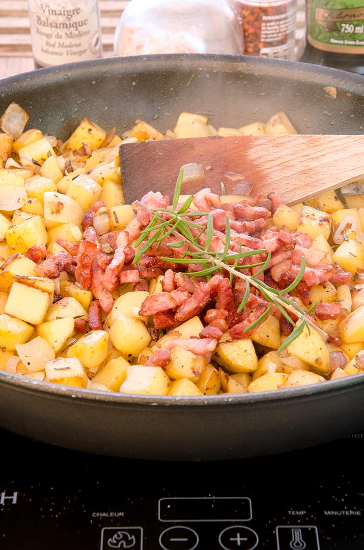 Building flavor in this homemade hash browns recipe is simple with bacon, rosemary and garlic!