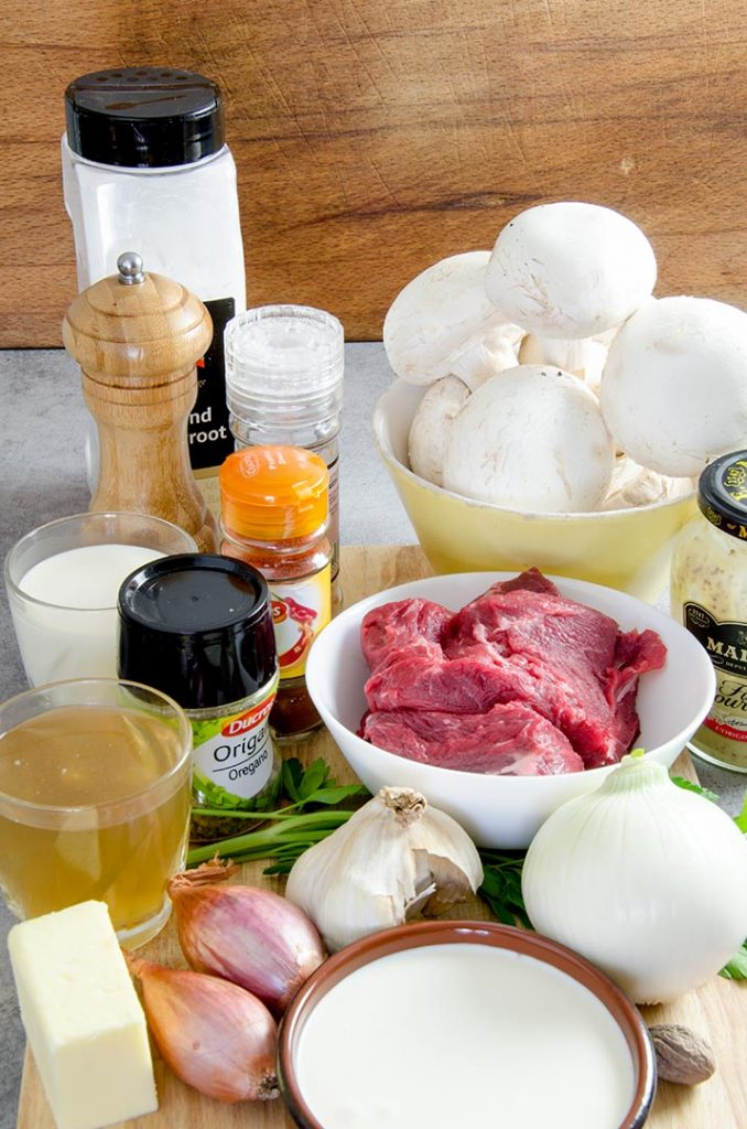 To make a great beef stroganoff recipe we will need a few ingredients!